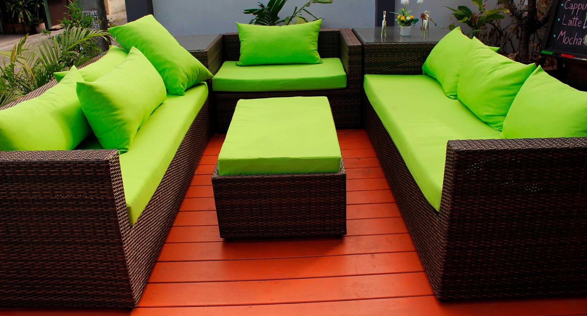 Conjunto de muebles para jardín: Sillas, sillones y mesas