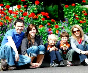 familia en jardin decoracion diez